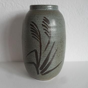 Tommy Kakinuma Studio Pottery Vase