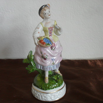 Please help me i.d Porcelain figurine Furstenberg, Frankenthal, Dresden? - Figurines