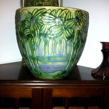 One of my weekend finds. - Art Pottery