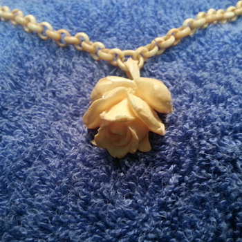 Strange Ivory Necklace? Fake or not?
