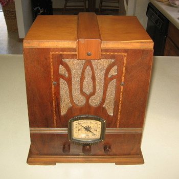 Art Deco Imperial Skyscraper Tube Radio Model 694 from 1936 - Radios