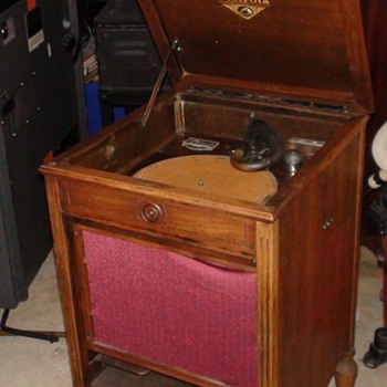 Orthophonic Victorla victor talking machine
