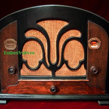 ATWATER KENT 246 Tube Radio 1933