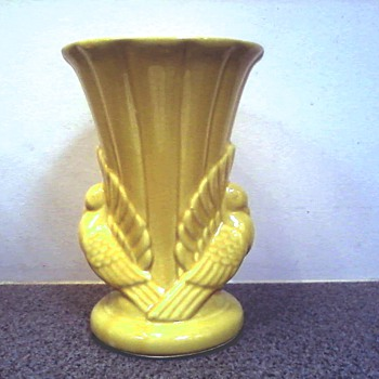 "Splendid ""Sunshine Yellow"" Shawnee Pottery ""Double Dove Vase"" / Marked USA 829 - Art Pottery"