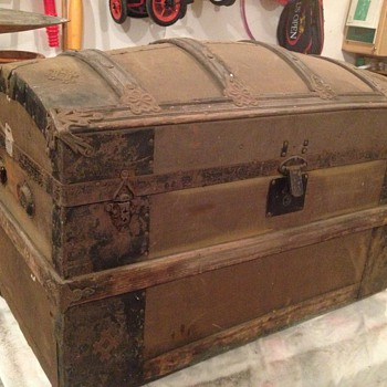 Trunk late 1800's? - Furniture