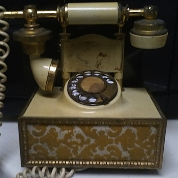 JUST FOUND THIS VINTAGE PHONE - Telephones