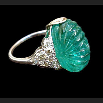 Carved emerald, diamond and platinum ring - Fine Jewelry