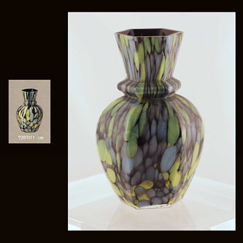 A Documented Welz Décor on Shape  7257 - And a Family of Relatives - Art Glass