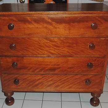 American Chest of Drawers in Flaming Birch - mid 19th century - Furniture