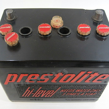 Prestolite Tube radio in the guise of a car battery - Radios