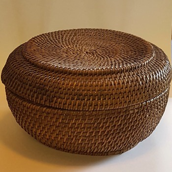 Antique Native American ( ? ) Lidded, lined basket. Help identify please?