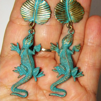 "Vintage JJ Lizard Salamander Leaf Bronze Green Leaf Dangle Earrings 2.75"" - Costume Jewelry"