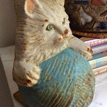 Antique (?) Door Stop -- Kitty With Ball of Yarn