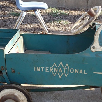 international dump truck/pedal car