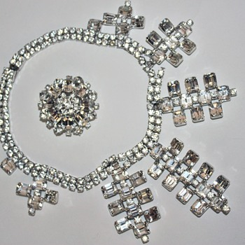 Rhinestone necklace + brooch - Costume Jewelry