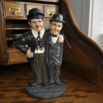 Laurel and Hardy cast iron door stop. - Figurines