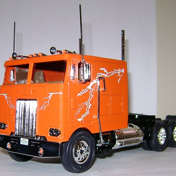 Peterbilt 352 COE - Model Cars
