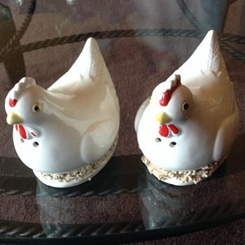 Vintage rooster S&P shakers