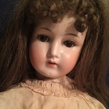 Please Help me ID moms doll .