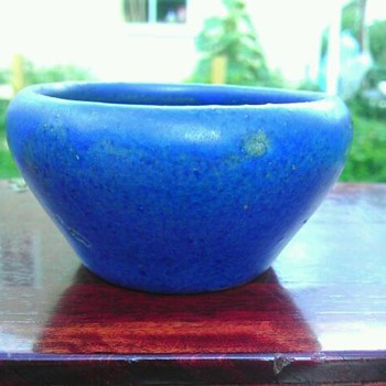 miniature Zanesville bowl - Art Pottery