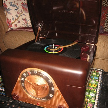 1953 Admiral 6J2 Phonograph/Radio - Records