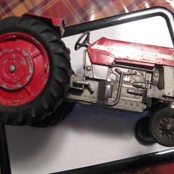 Massey-Ferguson 175 toy metal tractor - Tractors