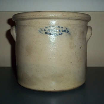 Stoneware crock with salt glaze by F. A. Plaisted &amp; Son, Gardiner, ME