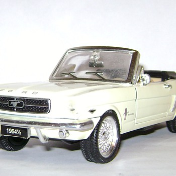 1964 1/2 Ford Mustang Convertible - Model Cars