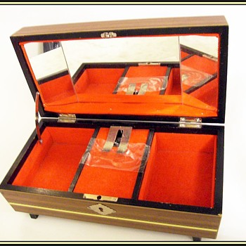 Vintage Jewelry box -- Musical - Fine Jewelry