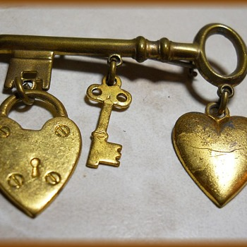 Old BROOCH -- Lock, Key and heart ( C-Clasp )