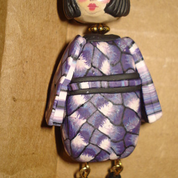 ESTATE FIND  JAPANESE GIRL PENDANT - Costume Jewelry