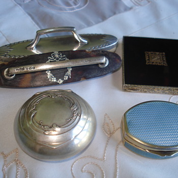 A sterling box with mirror - Silver