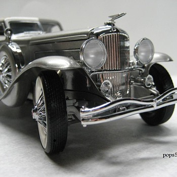 1933 Duesenberge SJ Twenty Grand Die-cast Replica - Model Cars