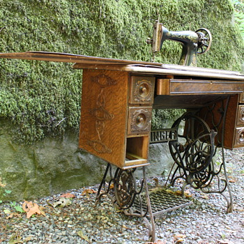Singer Treadle Sewing Machine (1915) - Sewing