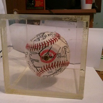 1976 Cincinnati Red  Team sign Baseball