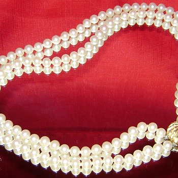 Vintage Faux Pearl Necklace - Costume Jewelry