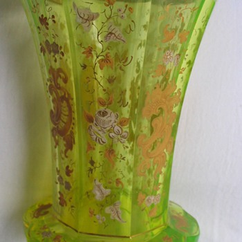 "BIEDERMEIER BEAKER  - URANIUM ""ANNAGRÜN"" GLASS - Art Glass"