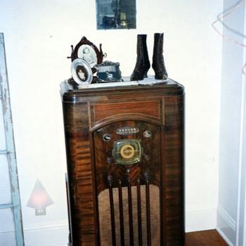 Sparton Radio Model #1288-p - Radios