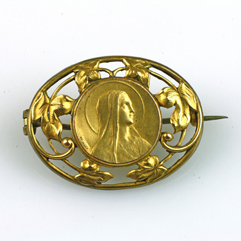 Victorian 9c gold virgin Mary brooch