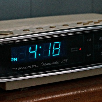 1988 Realistic Chronomatic 258 - Clocks
