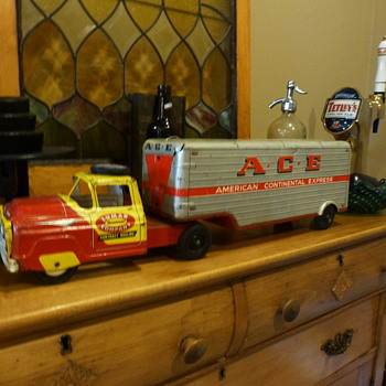 1950's Lumar Delivery Tractor/trailer - Model Cars