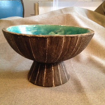 Mid century sgraffito bowl ? - Art Pottery