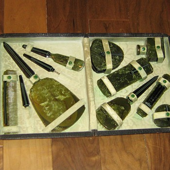 Celluloid or bakelite? vanity case - Accessories