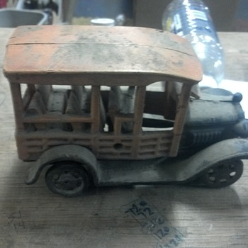 OLD metel truck with metel whells.. need help
