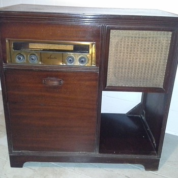 1949 Spartan model 1059 radio/record player - Radios