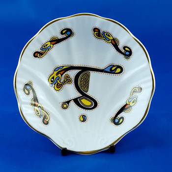#7 Scalloped Royal Tara Plate - China and Dinnerware