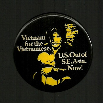 4 More Vietnam pinback buttons - Medals Pins and Badges