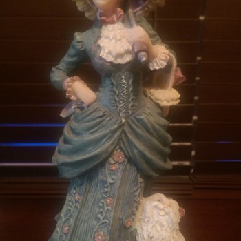 Unmarked Victorian Lady Figurine ?                                                        - Figurines