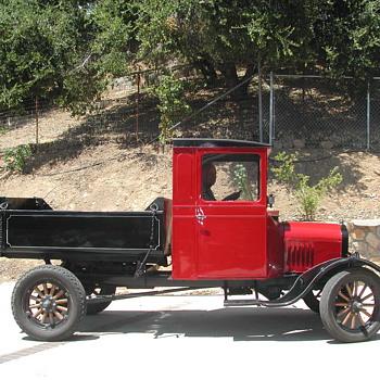 Cutie Ford Dump Truck! - Classic Cars