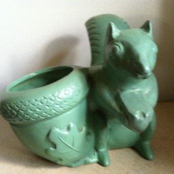 Robinson Ransbottom Squirrel Planter